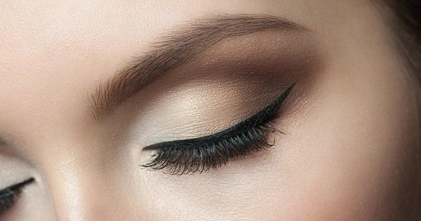 Mit dem Eyeliner-Stempel den perfekten Lidstrich ziehen