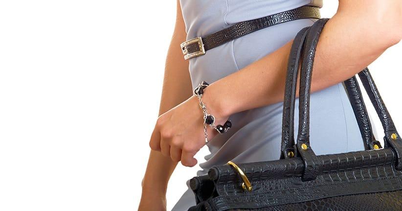 Wie wird die Handtasche richtig getragen?
