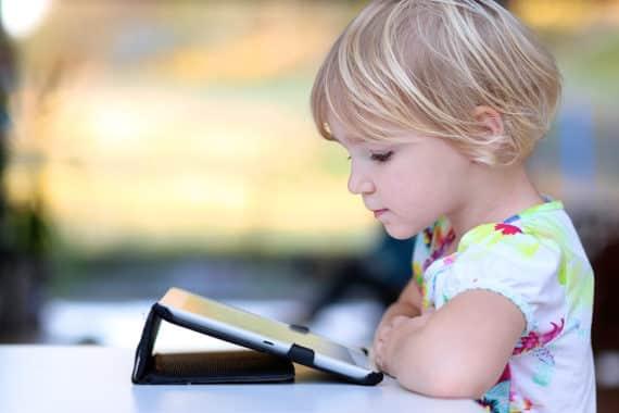 Wenn Kinder mit moderner Technik spielen