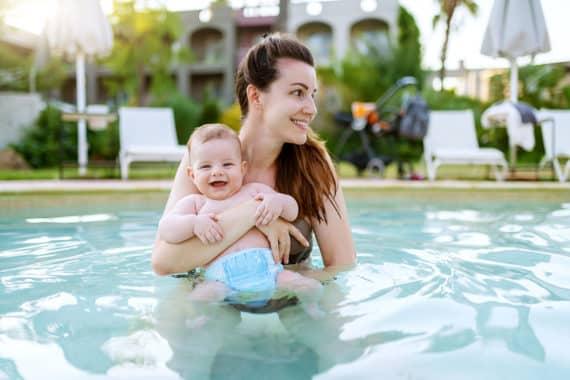 Badewindelhöschen für das Baby – praktisch und bequem