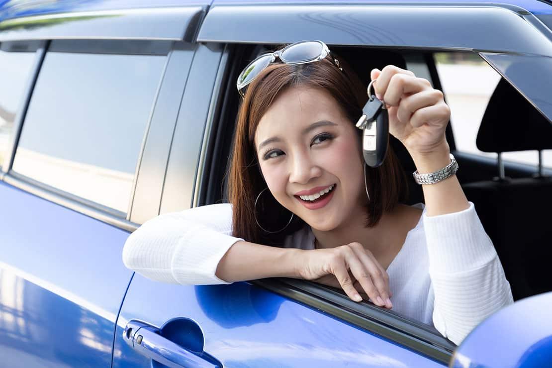 Geschenke für Fahranfänger – was gehört alles ins Auto?