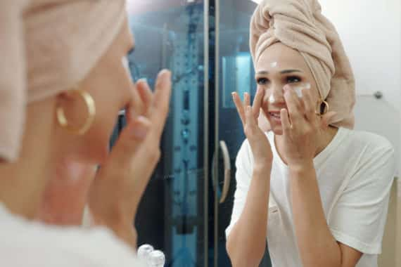 Macht eine Creme gegen Falten die Haut jünger?