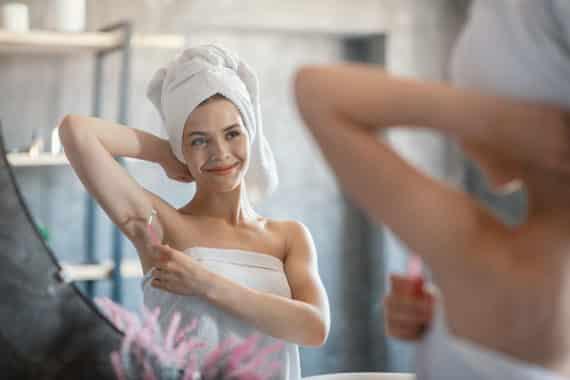 Rasieren, wachsen, epilieren – wie lassen sich Körperhaare optimal entfernen?