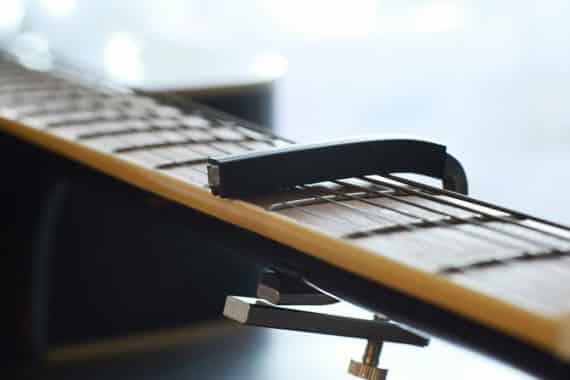 Warum ein Kapodaster für die Gitarre so wichtig ist