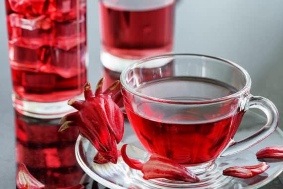 Hibiskusblütentee - schöne Blumen für einen gesunden Tee