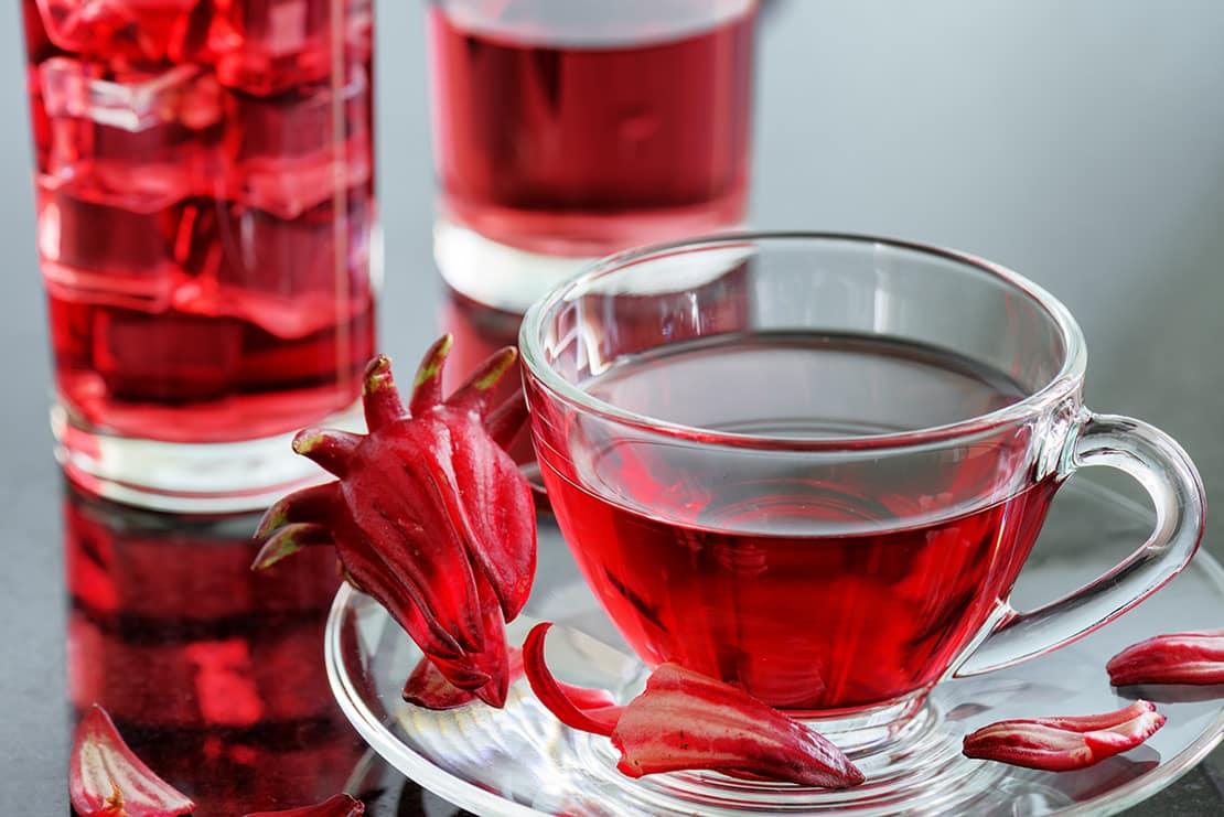 Hibiskusblütentee – schöne Blumen für einen gesunden Tee