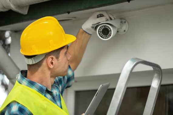 So können Haus und Grundstück mit einer WLAN Kamera überwacht werden